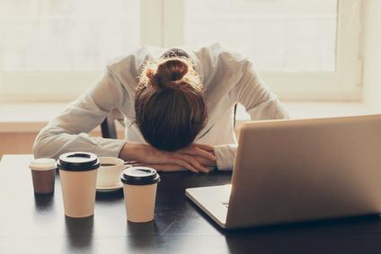 gestresste Frau leidet unter Antriebslosigkeit Erschöpfung