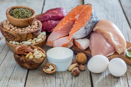 Gesunde ketogene Keto Lebensmittel Fisch Fleisch Eier Hülsenfrüchte